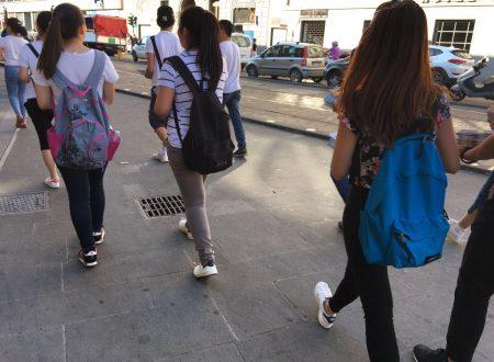 I cristiani adolescenti cinesi chiedono l'intercessione per stamani