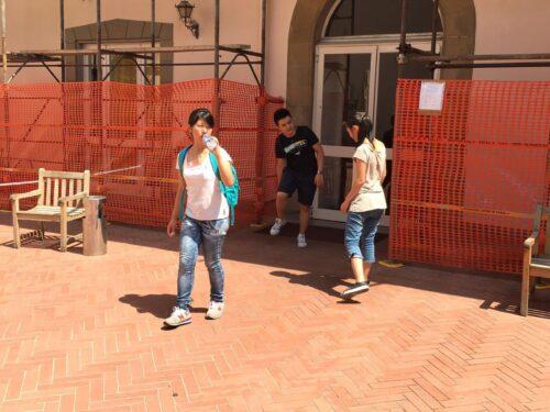 I giovani credenti cinesi in azione per servire le persone anziane nel nome di Gesù