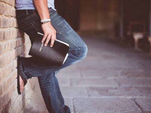 Perché non leggi tutta la Bibbia in 18 mesi con un ottimo piano di lettura?
